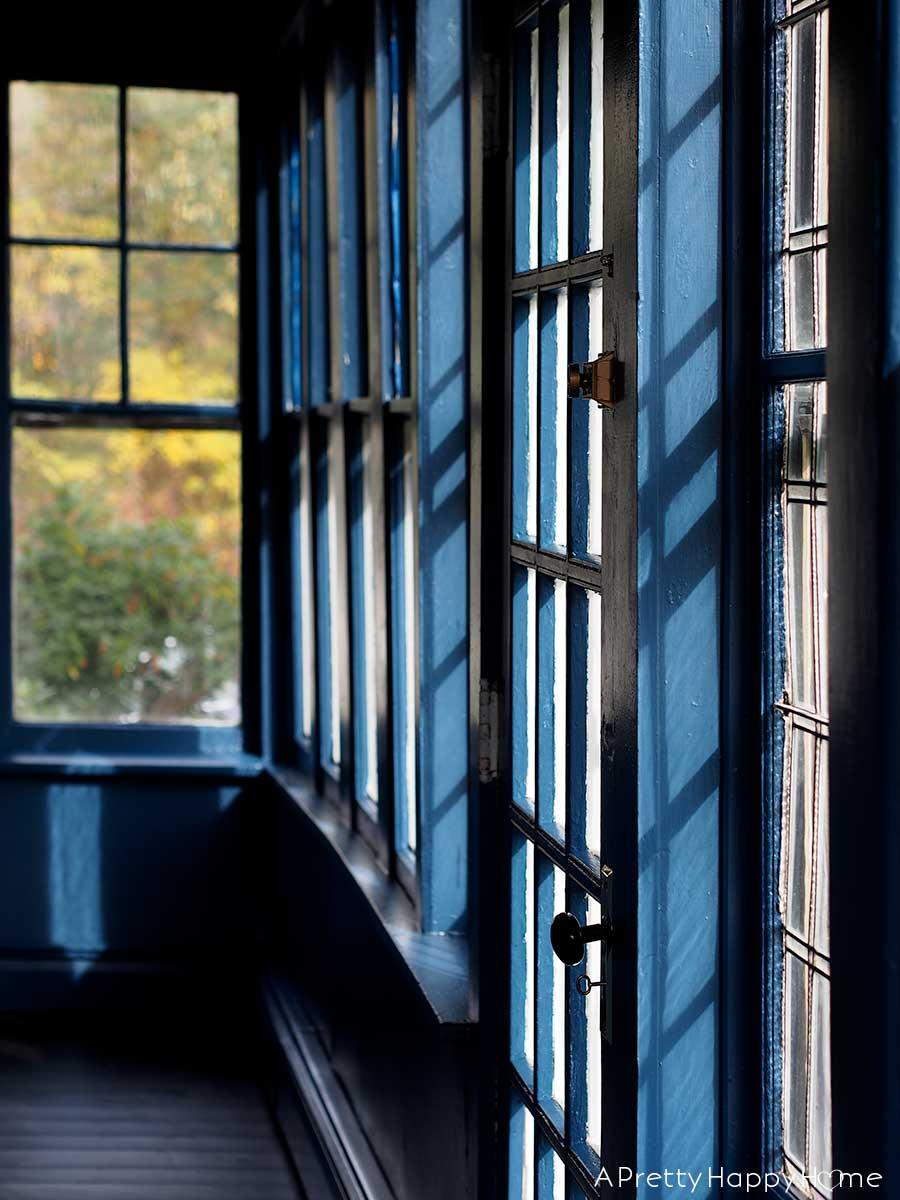 navy blue sunporch