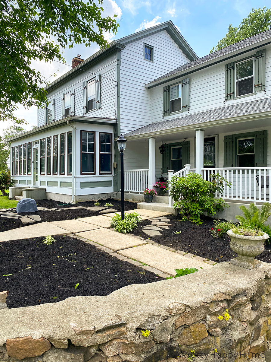 colonial farmhouse front yard landscaping