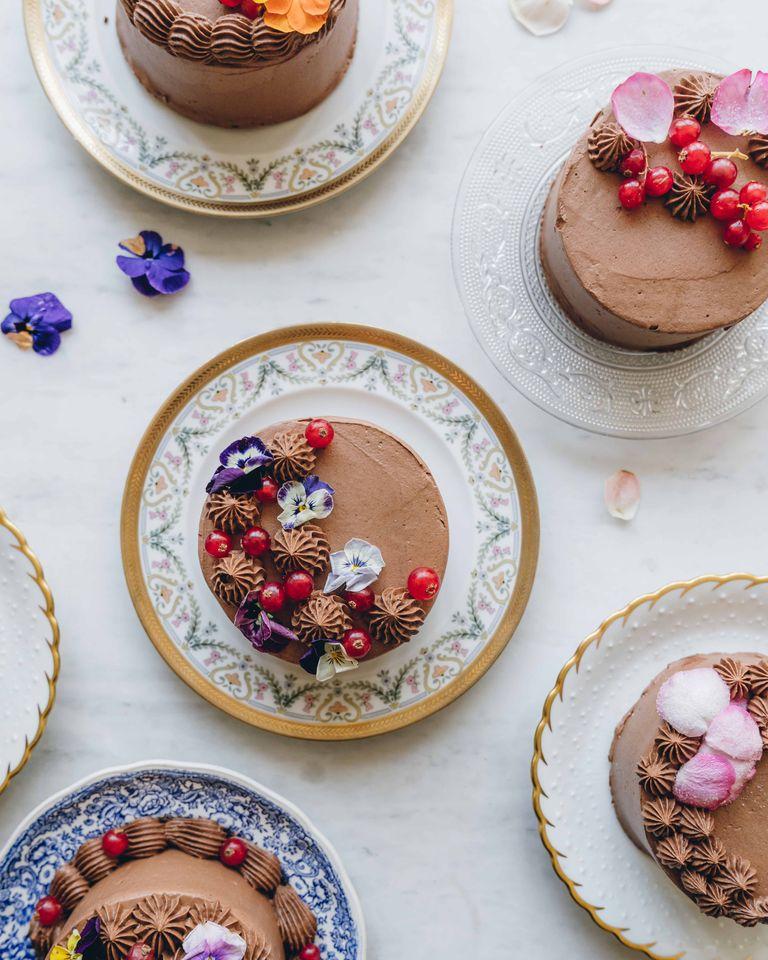 cake plates via Ajiri Aki via Veranda on the happy list
