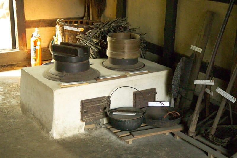 kamado oven wikicommons on the happy list
