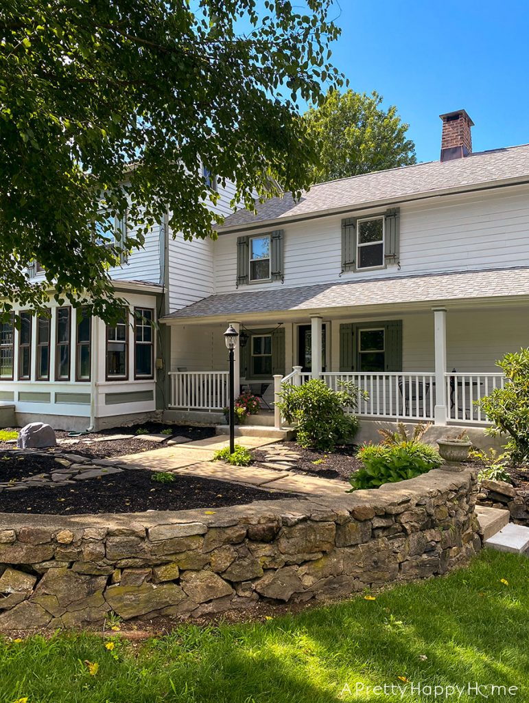 The Colonial Farmhouse's Curb Appeal
