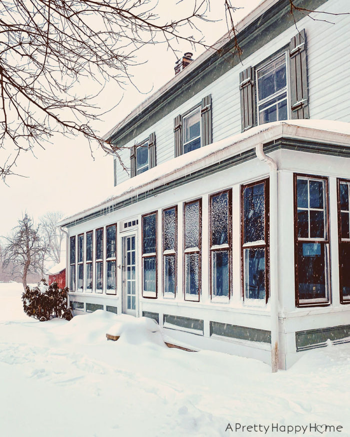colonial farmhouse in snow 2021