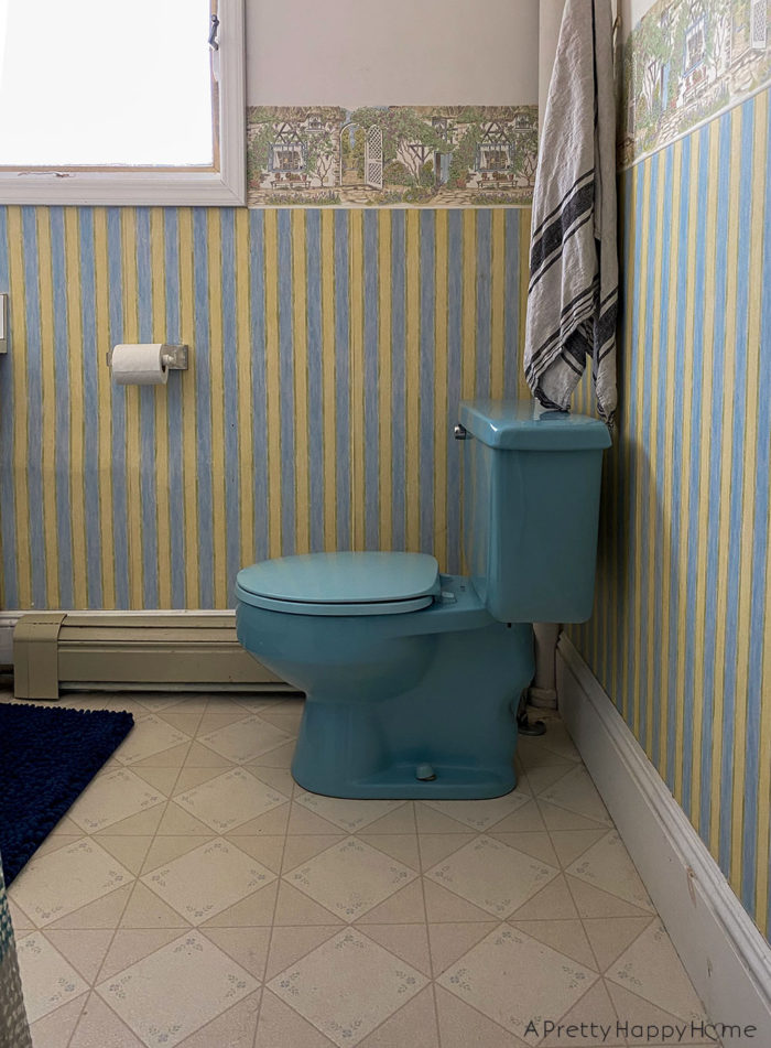 colonial farmhouse upstairs bathroom before