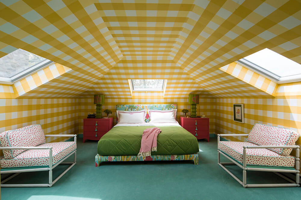 yellow gingham room in the poconos via desire to inspire on the happy list