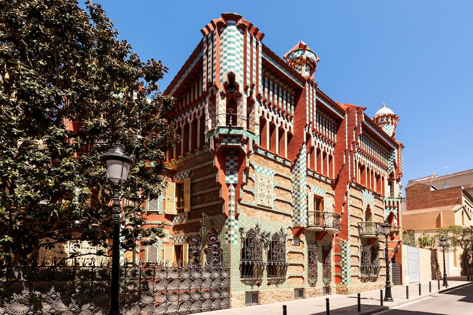 gaudi first house via airbnb on the happy list